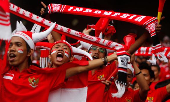 Giận liên đoàn, CĐV Indonesia không vào sân cổ vũ đội tuyển đá với Malaysia - Ảnh 1.