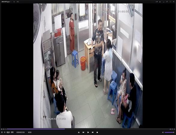 Người nhà bệnh nhi đánh nữ điều dưỡng chấn thương tại BV Nhi Đồng 1 - Ảnh 1.