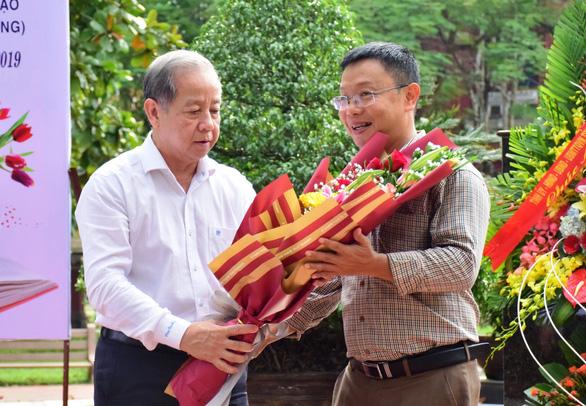 Chủ tịch tỉnh mời chuyên gia tâm lý nói chuyện lay động học sinh Quốc học Huế - Ảnh 1.