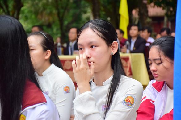 Chủ tịch tỉnh mời chuyên gia tâm lý nói chuyện lay động học sinh Quốc học Huế - Ảnh 2.