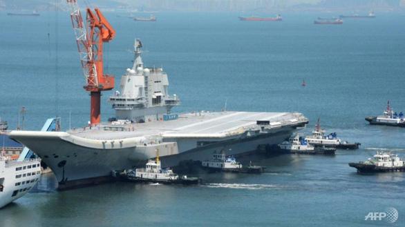 Tàu sân bay nội địa Trung Quốc vào Biển Đông tập trận - Ảnh 1.