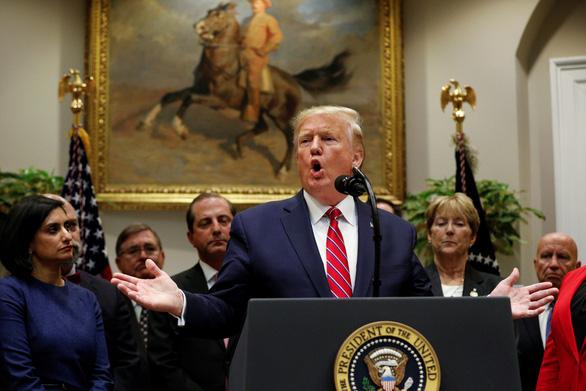 Bị thách ra điều trần, ông Trump nói sợ gì không thử - Ảnh 1.