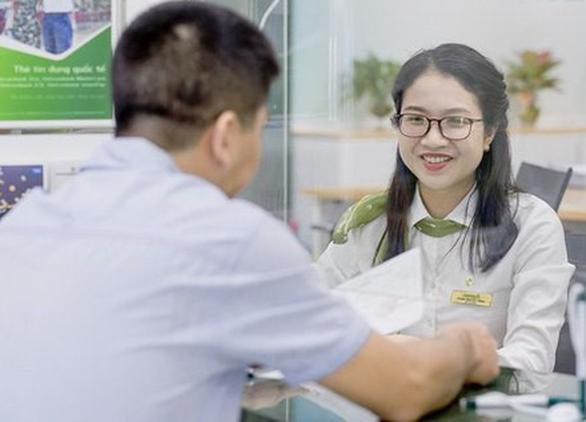 Vietcombank hạ lãi suất cho vay thêm 0,5%/năm - Ảnh 1.