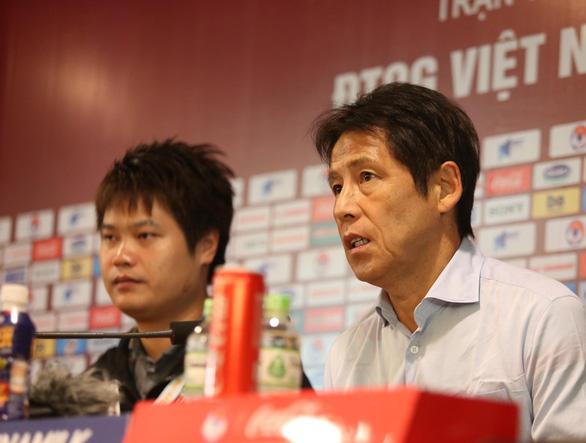 HLV Nishino: Tôi ngưỡng mộ tuyển Việt Nam - Ảnh 1.