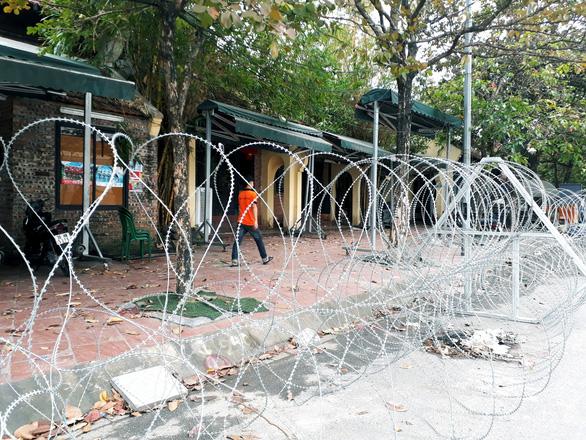 Dựng rào thép gai quanh Mỹ Đình để bảo vệ trận Việt Nam- Thái Lan - Ảnh 4.