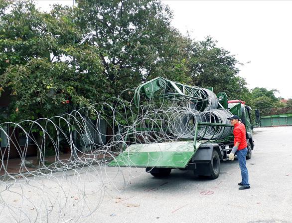 Dựng rào thép gai quanh Mỹ Đình để bảo vệ trận Việt Nam- Thái Lan - Ảnh 3.