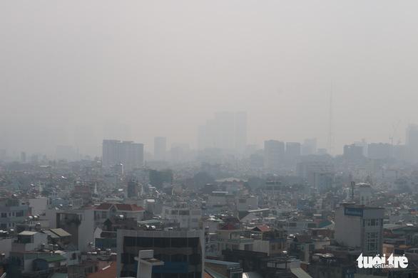 Sương mù bao phủ TP.HCM, các tòa nhà cao tầng biến mất - Ảnh 8.