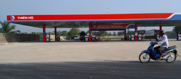 Chủ cây xăng bị phạt gần 50 triệu đồng vì tự ý đấu nối đường vào quốc lộ - Ảnh 1.