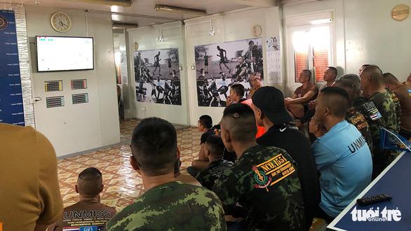 Bác sĩ Việt ở Nam Sudan cổ vũ đội nhà ở ngay... đại đội Công binh Thái Lan - Ảnh 3.