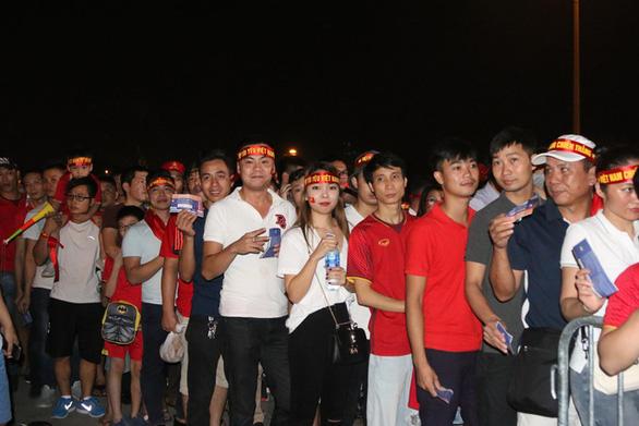 Phát hiện hơn 1.000 vé giả trận Việt Nam- Thái Lan - Ảnh 1.