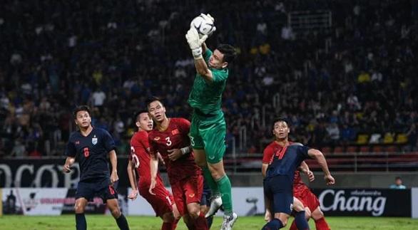 Fox Sports Asia: Thái Lan đáng lẽ phải ghi được bàn thắng muộn - Ảnh 1.