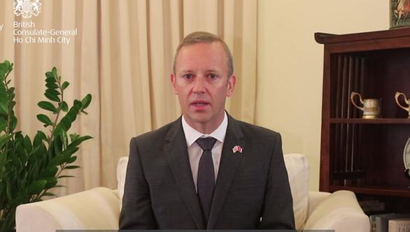 Đại sứ Anh ở VN: Không tưởng tượng được nếu mình là người nhà của 39 nạn nhân - Ảnh 1.