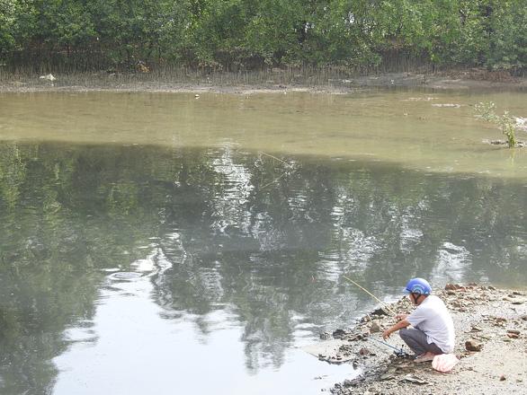 Nước đen ngòm xả ra sông Hàn Đà Nẵng là nước thải, bị ô nhiễm - Ảnh 1.