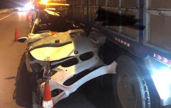Xe BMW biến dạng sau va chạm trên cao tốc TP.HCM - Long Thành - Dầu Giây, tài xế tử vong - Ảnh 1.