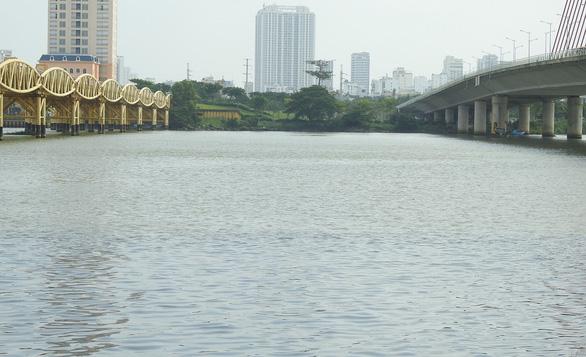 Nước đen ngòm xả ra sông Hàn Đà Nẵng là nước thải, bị ô nhiễm - Ảnh 2.