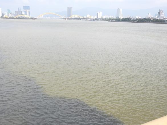 Nước đen ngòm xả ra sông Hàn Đà Nẵng là nước thải, bị ô nhiễm - Ảnh 3.