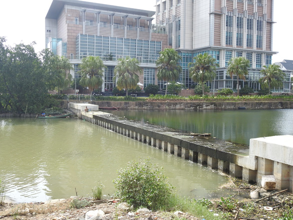 Nước đen ngòm xả ra sông Hàn Đà Nẵng là nước thải, bị ô nhiễm - Ảnh 4.