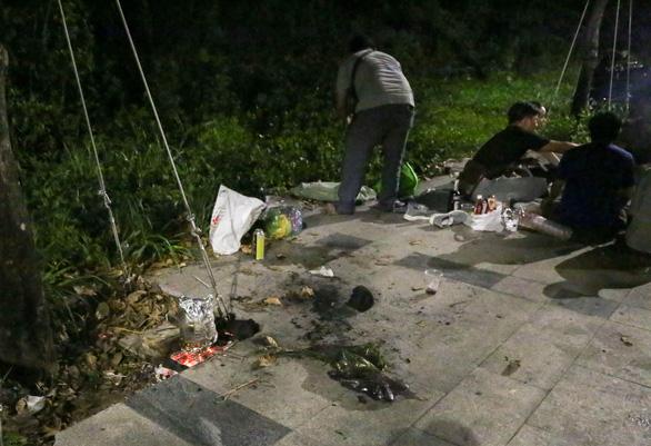 BBQ đêm vỉa hè ở khu đô thị Thủ Thiêm - Ảnh 3.