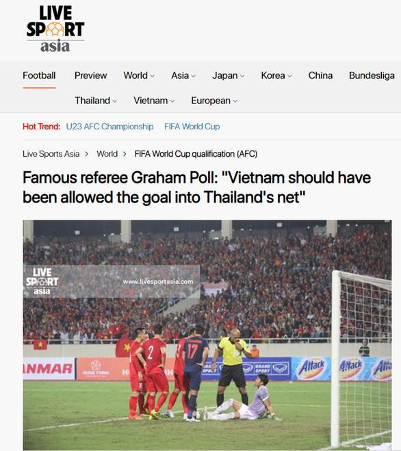 Cựu trọng tài Ngoại hạng Anh Graham Poll: Bàn thắng của Việt Nam hợp lệ - Ảnh 2.