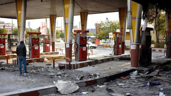 Iran ngắt mạng, không xác định được số người biểu tình thiệt mạng - Ảnh 1.