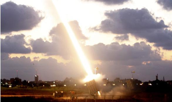 Israel phóng tên lửa tấn công quân đội Syria và Iran - Ảnh 2.