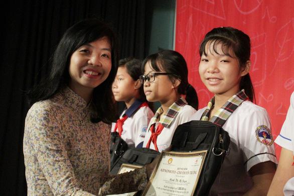 Tặng 400 suất học bổng đến học sinh nghèo hiếu học tỉnh Đồng Nai - Ảnh 2.