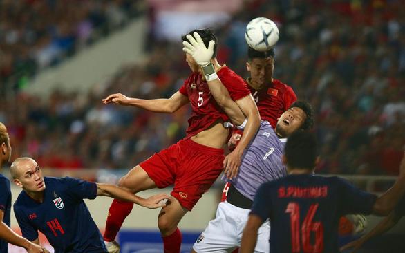 Tuyển Việt Nam - Thái Lan 0-0: trọng tài hơi tệ, Văn Lâm tuyệt vời, người hâm mộ tiếc nuối - Ảnh 4.