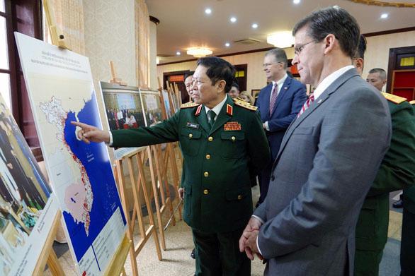 Bộ trưởng Quốc phòng Mỹ dẫn chứng Hai Bà Trưng để nói về bất khuất Việt Nam - Ảnh 1.