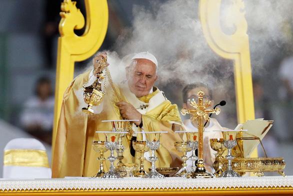 Giáo hoàng nói về nạn mại dâm khi hành lễ ở Thái Lan - Ảnh 1.