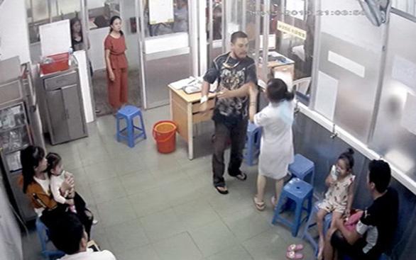 Khi côn đồ xông vào trường học, bệnh viện - Ảnh 1.