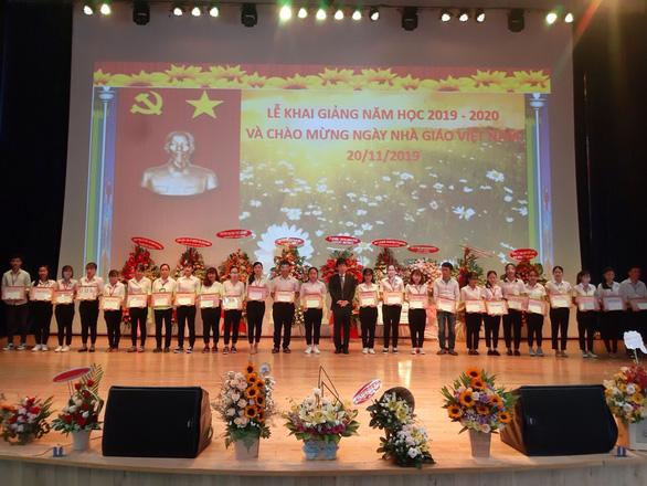 Học bổng Rohto-Mentholatum (VN) tiếp sức ước mơ cho sinh viên Cao đẳng Y tế Bình Dương - Ảnh 1.