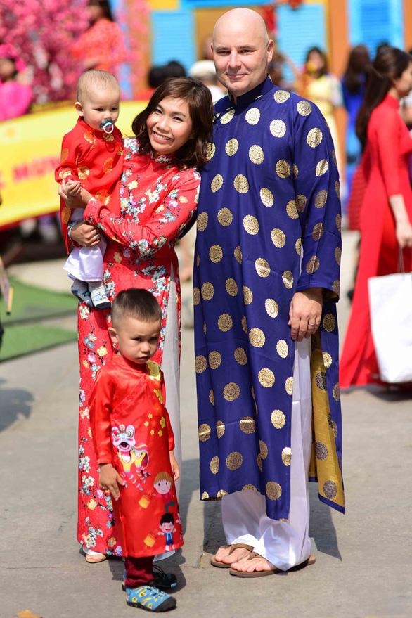 Cả thế giới đều biết áo dài là quốc phục Việt Nam - Ảnh 1.