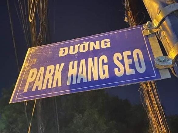 Tháo dỡ biển đường Park Hang Seo - Ảnh 1.