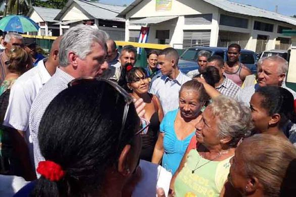 Chủ tịch Cuba dắt các bộ trưởng vi hành - Ảnh 2.