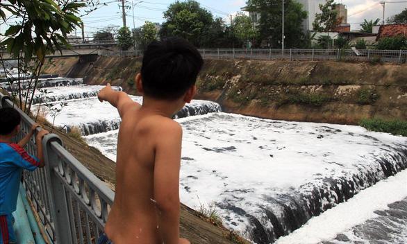 Hệ thống sông Đồng Nai: tứ bề thọ nguồn gây ô nhiễm - Ảnh 3.