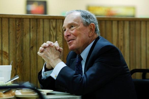 Đối thủ đáng gờm của ông Trump - tỉ phú Bloomberg đã nộp hồ sơ tranh cử - Ảnh 1.