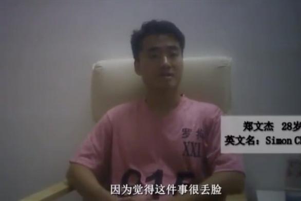 Bắc Kinh tung clip cựu nhân viên lãnh sự Anh nhận lỗi, mạng tung clip cặp kè gái lạ - Ảnh 1.