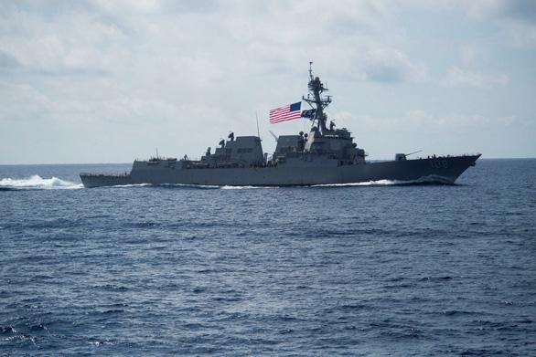 Áp sát Hoàng Sa, Trường Sa, hai tàu chiến Mỹ thách thức Trung Quốc - Ảnh 1.