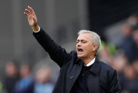 Tottenham thắng vất vả West Ham trong ngày ra mắt của HLV Mourinho - Ảnh 2.