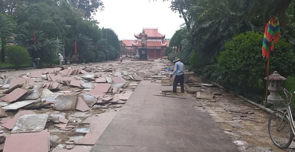 Sân lát tượng đài Hoàng đế Quang Trung đang đẹp, tỉnh bỏ 5 tỉ ngân sách cạy lên… nâng cấp ? - Ảnh 3.