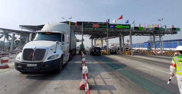 Bộ kiến nghị gia hạn tiến độ thu phí tự động ở 37 tuyến cao tốc, trạm thu phí - Ảnh 1.