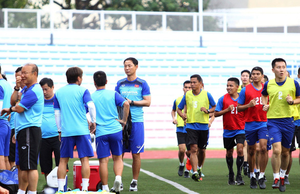 Thầy trò ông Park bất ngờ chạm trán đội tuyển... vua áo đen SEA Games 2019 - Ảnh 1.