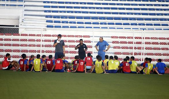 Thầy trò ông Park bất ngờ chạm trán đội tuyển... vua áo đen SEA Games 2019 - Ảnh 2.