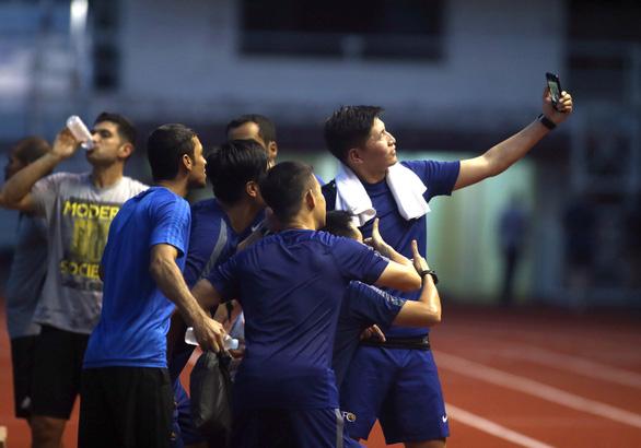 Thầy trò ông Park bất ngờ chạm trán đội tuyển... vua áo đen SEA Games 2019 - Ảnh 4.