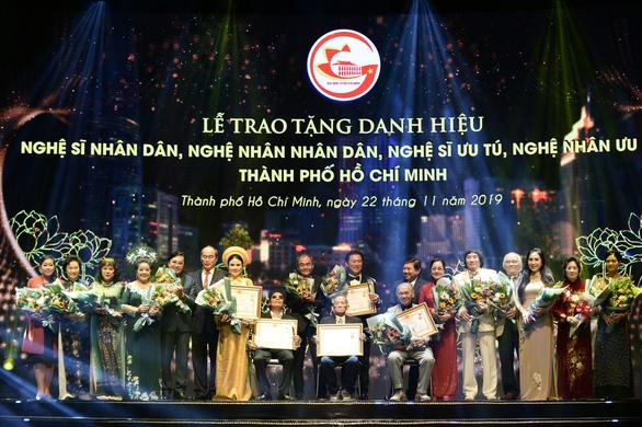 TP.HCM vinh danh và thưởng thêm cho 75 nghệ sĩ, nghệ nhân - Ảnh 3.