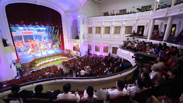 TP.HCM vinh danh và thưởng thêm cho 75 nghệ sĩ, nghệ nhân - Ảnh 2.
