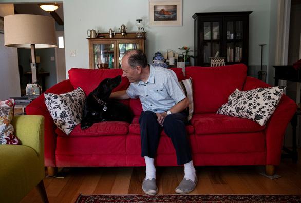 Ở với ai, sống với con gì, chó yêu hết - Ảnh 1.