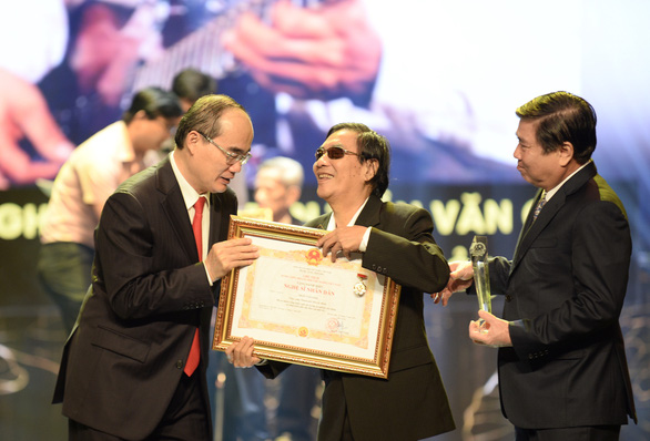 TP.HCM vinh danh và thưởng thêm cho 75 nghệ sĩ, nghệ nhân - Ảnh 1.