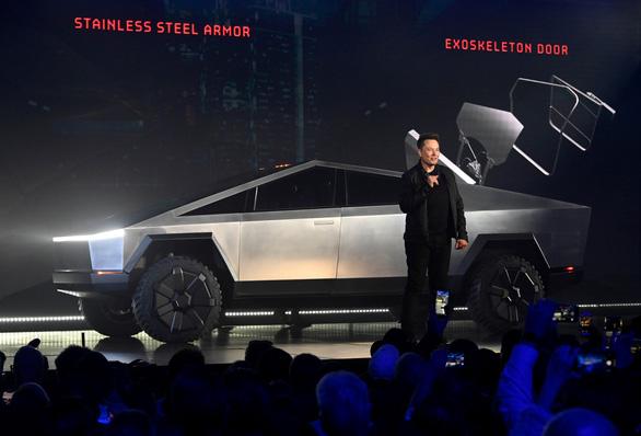 Tỉ phú Elon Musk tự tin chốt 150 ngàn đơn hàng sau sự cố bể kính xe Cybertruck - Ảnh 1.