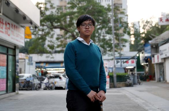 Người Hong Kong rồng rắn xếp hàng đi bầu hội đồng lập pháp địa phương - Ảnh 5.